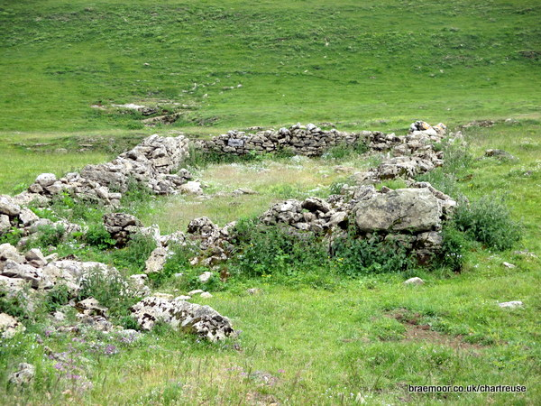 Photograph of ruins of an old habert on l'Alpe