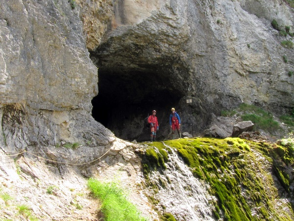 Photograph of the entrance to the Grotte Guiers Mort, Dent de Crolles