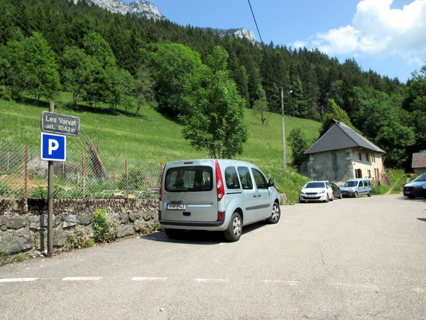 Photograph of the Les Varvats parking area