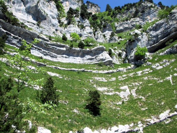 Photograph of the cirque on the way up the Pas du Fourneau