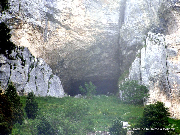 Entrance to Grotte de la Balme à Collomb