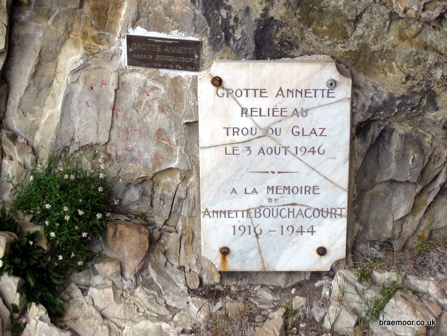 The memorial plaque at the entrance to Grotte Annette Bouchacourt.